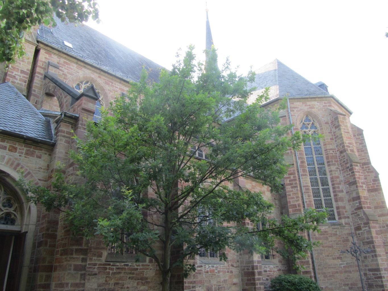 Grabes- und Auferstehungskirche Seitenansicht