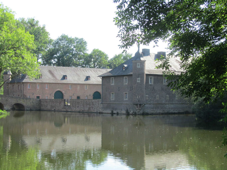 Schloss Burgau mit Weiher