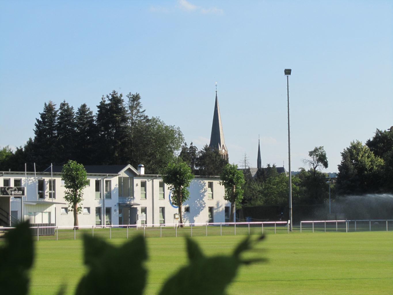 Sportplatz Niederau mit Vereinsheim