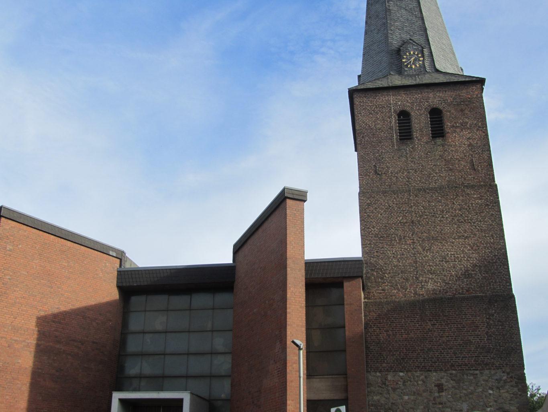 Kirche St. Peter im Stadtteil Merken