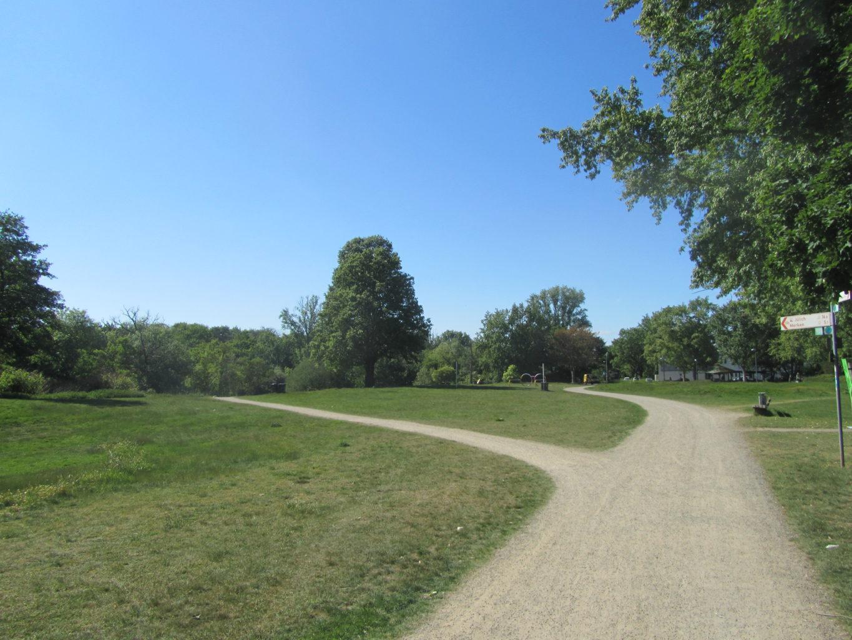 Kreuzung im Josef-Vosen-Park