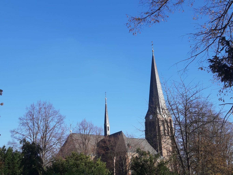 Grabeskirche Niederau Ansicht vom Friedhof