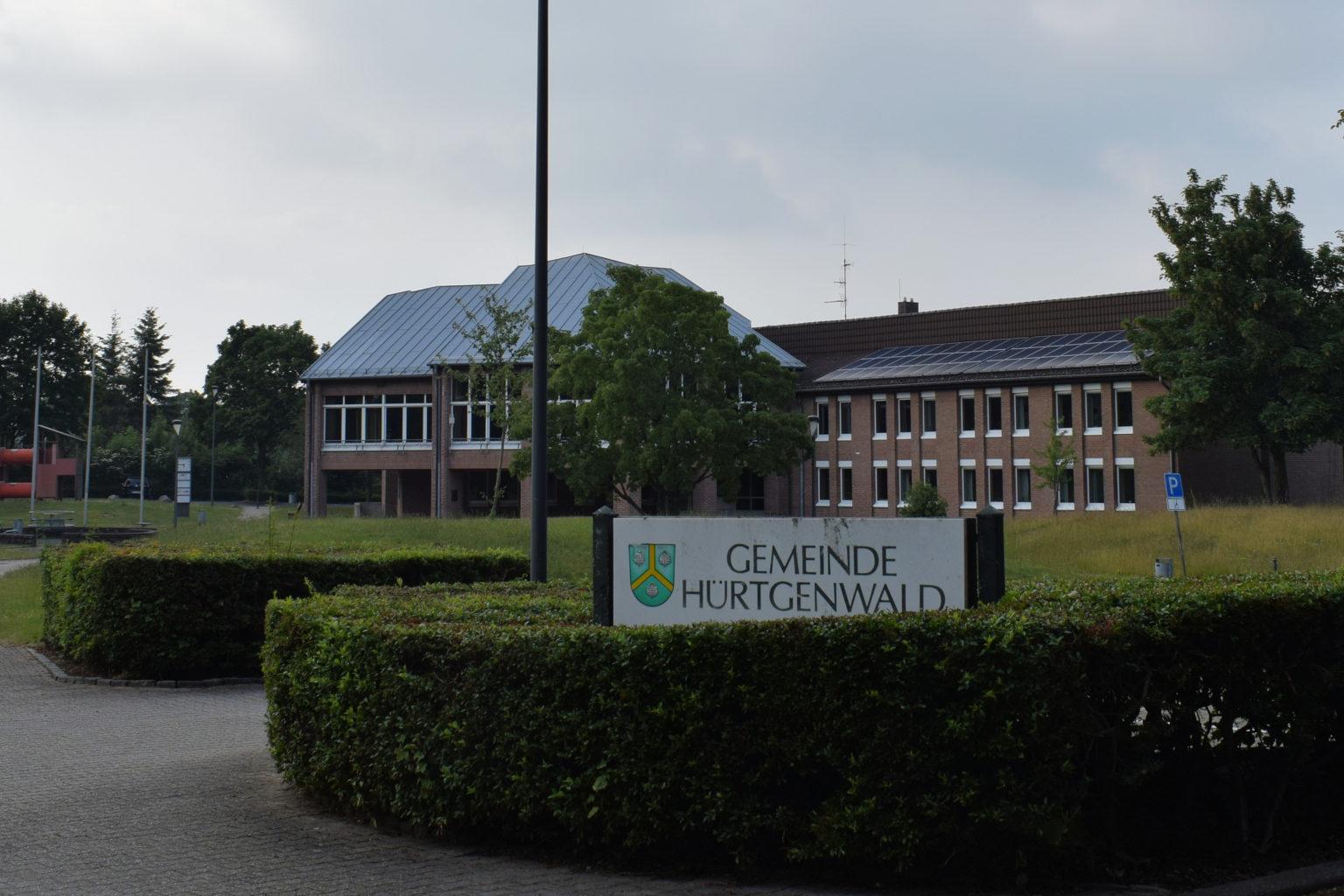Rathaus Hürtgenwald mit Schild