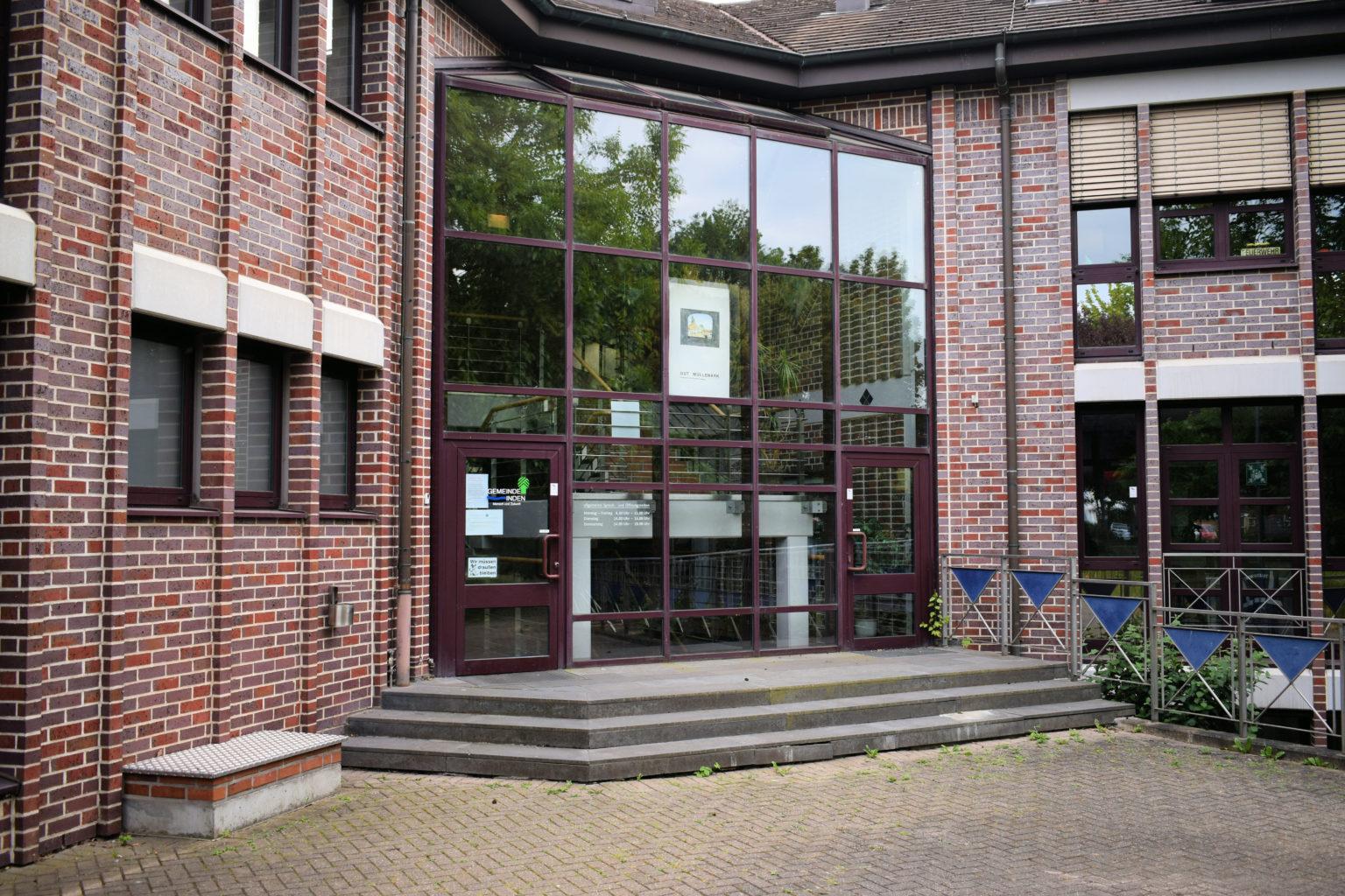 Rathaus Inden Eingang